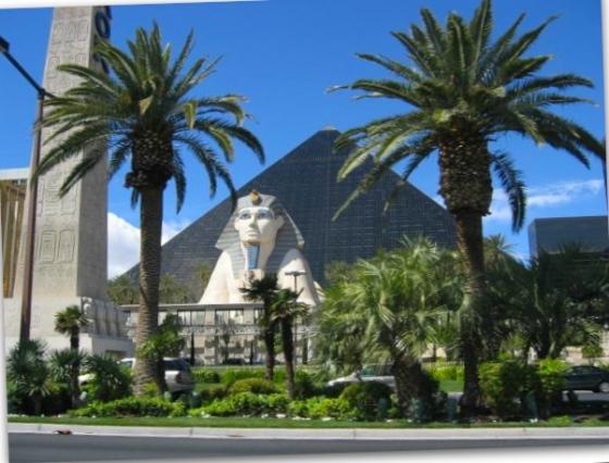 LasVegas_Strip_Luxor_2_B